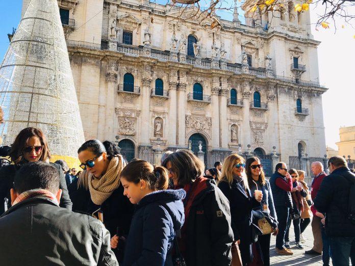 Comienzo de la actividad en la plaza de Santa María.