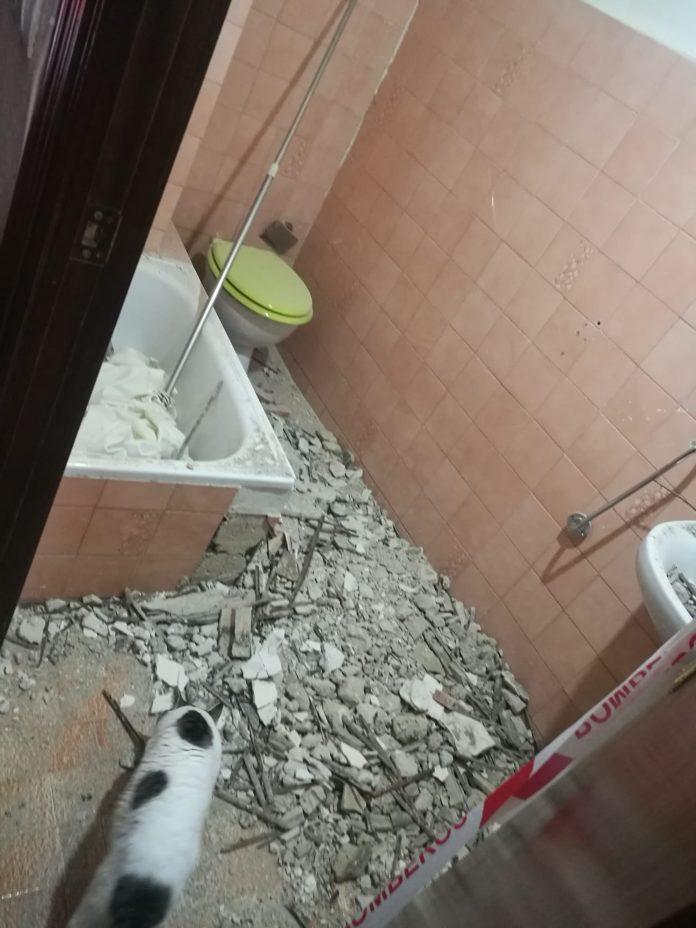 Zona derrumbada en el interior de la vivienda.
