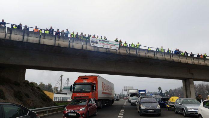Manifestación de los agricultores en las carreteras de la provincia.