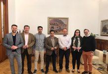 En la fotografía, Francisco Reyes, flanqueado por José Alberto Rodríguez y Pedro Carlos Sánchez, junto a otros diputados provinciales.