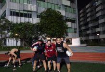 Toni Fernández en el equipo de rugby donde juega.