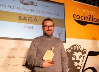 Pedro Sánchez, con el premio Cocinillas a Bagá.