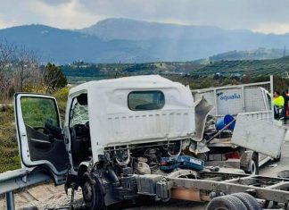 Estado en el que ha quedado el vehículo. FOTO: Bomberos de Jaén