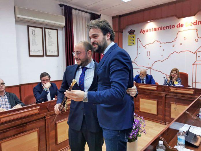 Pablo Ruiz y Juan Francisco Serrano en la toma de posesión.
