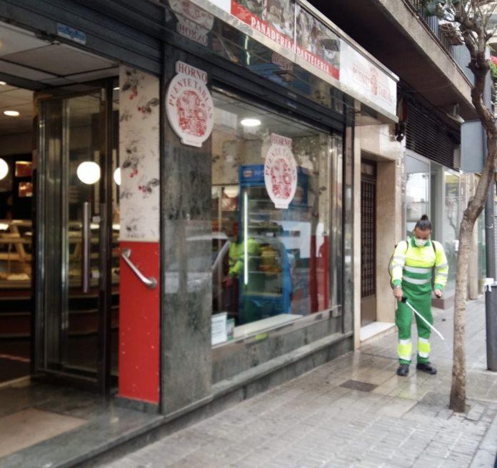 Tareas de limpieza y desinfección en Jaén.
