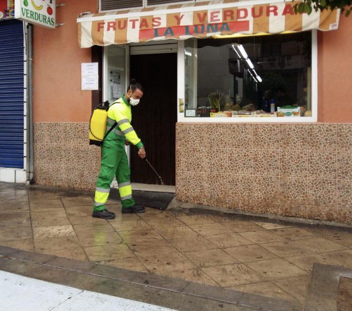 Tareas de limpieza por coronavirus en Jaén.