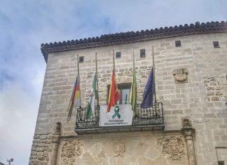 Banderas a media asta en el ayuntamiento de Castellar.