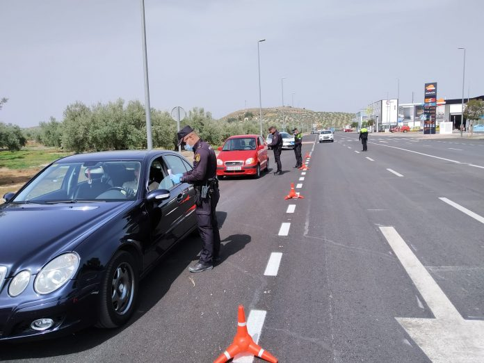 Control de tráfico ayer en Jaén capital. FOTO: Subdelegación del Gobierno