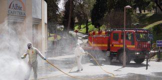 Militares de la UME desinfectando el hospital de Jaén. FOTO: HoraJaén