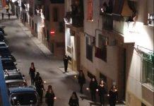 Mujeres de Porcuna procesionando por las calles en pleno confinamiento.