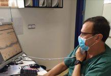 Teleconsulta de un médico en el hospital de Jaén.
