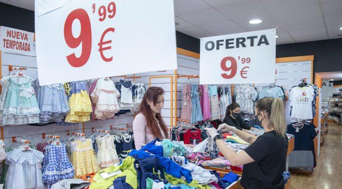 Rebajas en locales de Jaén. FOTO: Peragón