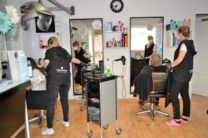 Apertura de una peluquería en Jaén tras el confinamiento.