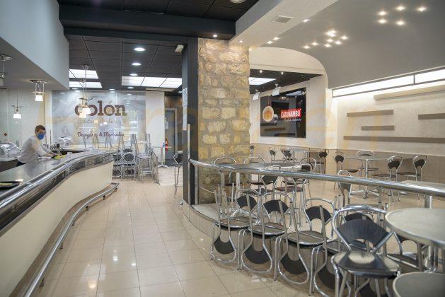 No se puede consumir en las barras durante la Fase 2 en los bares de Jaén. FOTO: Peragón