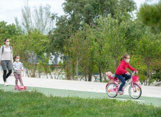 Niños paseando por Jaén. FOTO: Peragón