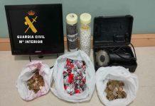Pertenencias incautadas a los dos mejores tras el robo en el mercado de Baeza. FOTO: Guardia Civil