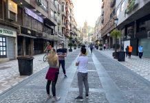 Jiennenses en la Calle Bernabé Soriano. FOTO: Peragón