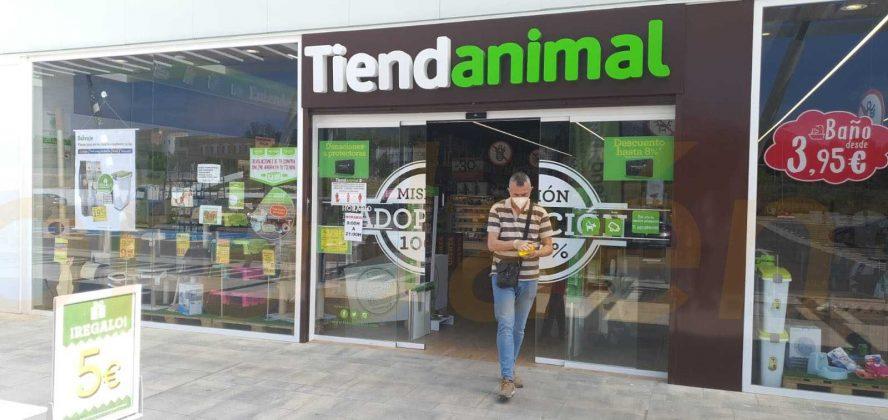 Fachada de Tiendanimal en el centro comercial Jaén Plaza
