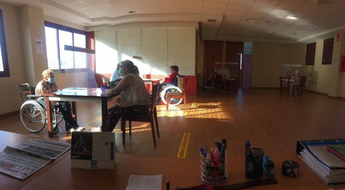Reencuentro entre familiares y usuarios de la Residencia de Mayores Virgen de la Capilla.