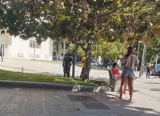 Policía en subdelegación del Gobierno.