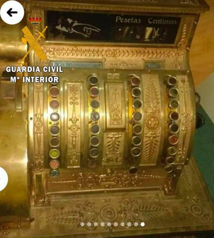 """Caja registradora, fabricada en el año 1826, marca """"National Ohio"""", de las cuales sólo hay 30 ejemplares en el mundo."""