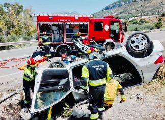 Accidente de una mujer en la A-320 en Jimena. FOTO: Bomberos