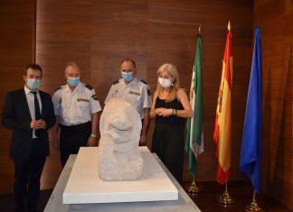 Policía entrega el león íbero-romano al museo Íbero.