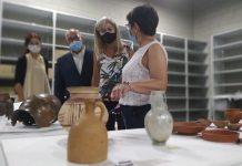 La consejera de Cultura de la Junta de Andalucía, Patricia Del Pozo, con algunas de las piezas de la colección del Museo Íbero de Jaén.